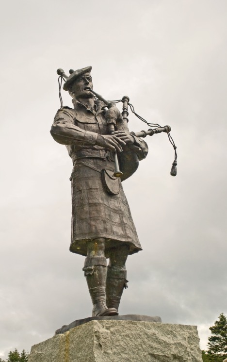 A Kilted Piper