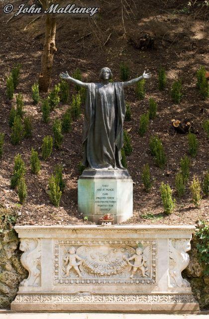 Cliveden war memorial gardens
